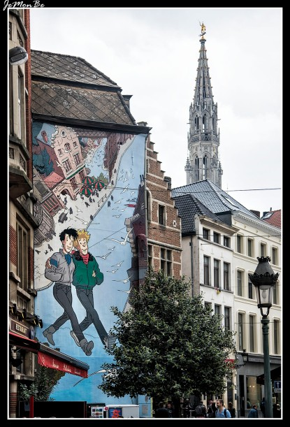 Hace ya unos 20 años que las fachadas, muros y paredes de la capital belga empezaron a llenarse del color de los héroes del cómic. Esta fiebre no ha cesado y ahora son muchos los murales que te esperan en sendos rincones de la ciudad. Y cómo no, se ha creado la ya famosa ruta del cómic.