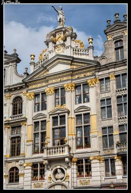 054 Grand Place La chalupa de oro