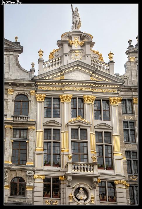 055 Grand Place La chalupa de oro