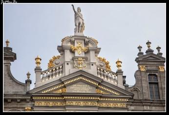 056 Grand Place La chalupa de oro