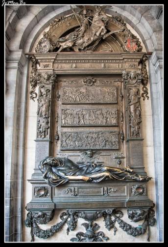 069 Estatua de Everard