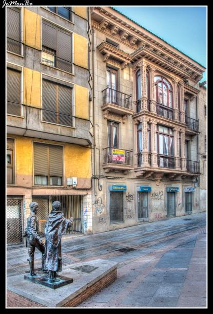 72 Monumento a la jota